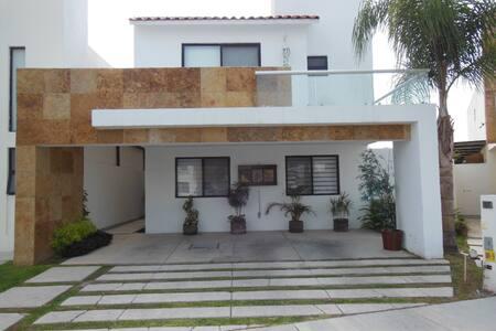 Amplia Casa familiar  en Queretaro, Juriquilla