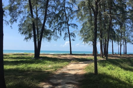 Serene and Clean 1 Bedroom A/C Beachfront - Flat