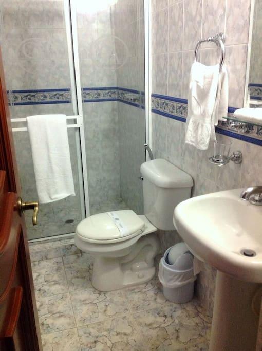 Baño de las habitaciones.