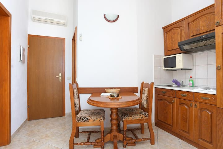 One bedroom apartment with balcony and sea view Stanići, Omiš (A-2818-c)