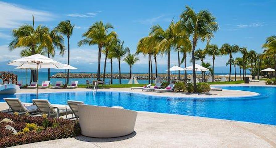 Villa Esmeralda # 206, con playa y SPA
