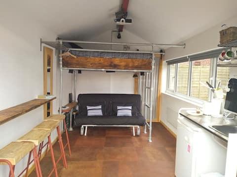 """The Workshop"" studio apartment in leafy suburb"