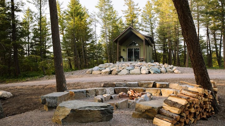 Avalanche Cabin, Near Glacier Park, 5-Minutes to shops, bars, & restaurant