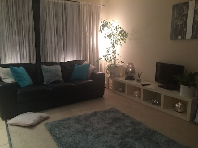 Modern City Centre Apartment L1