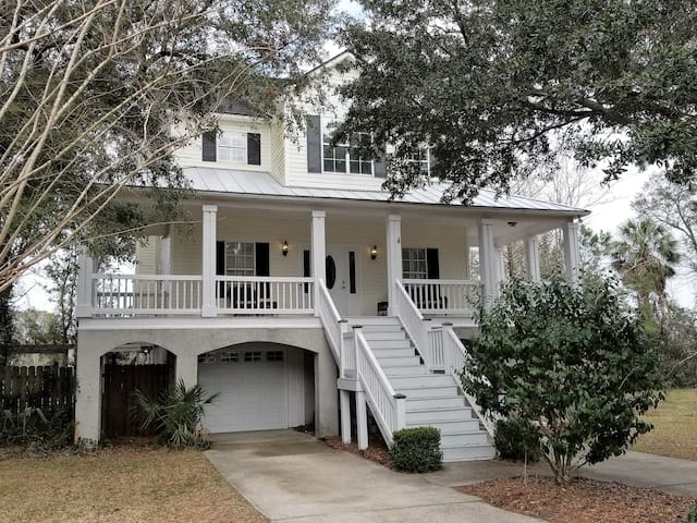 Beautiful Southern Home!  MINUTES FROM EVERYTHING!