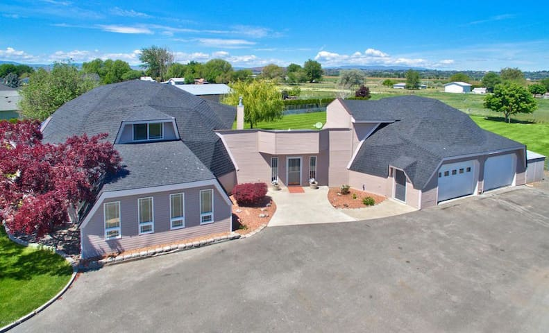Upscale Geodome Minutes from Golf, Vineyards, Sozo