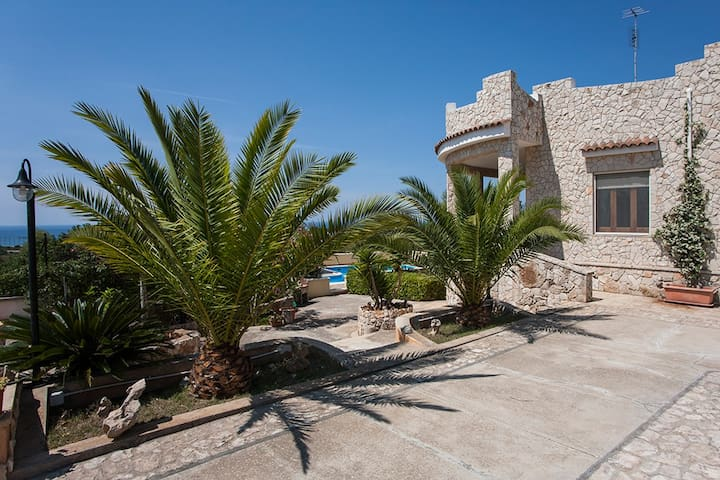 Villa with Pool and Seaview in Pescoluse