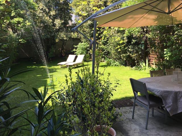 Deux pièces sur très beau jardin