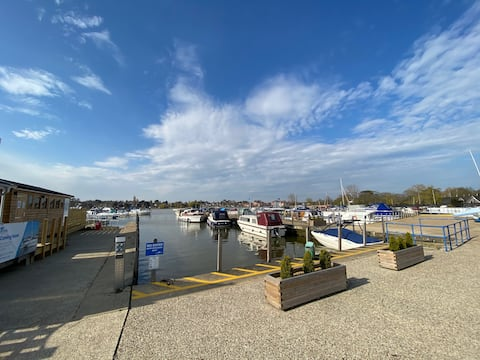 Broads Holiday Home at Tingdene Park & Marina