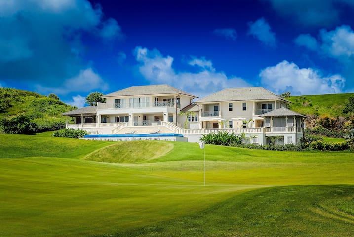 Luxury 5-bedroom villa with pool on golf estate