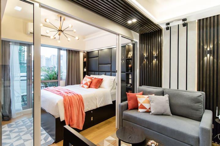Luxurious 1BR Suite @ Livingstone Acqua+Netflix