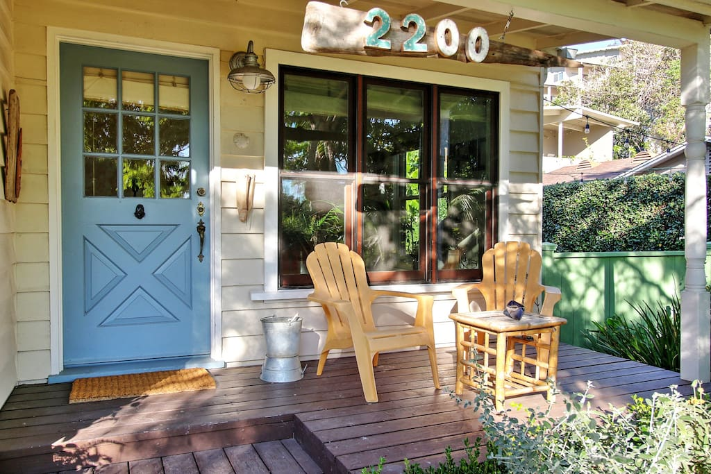 Charming Summerland BeachCottage