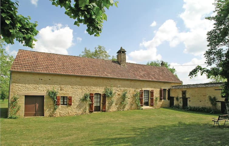 Holiday cottage with 2 bedrooms on 75m² in Proissans