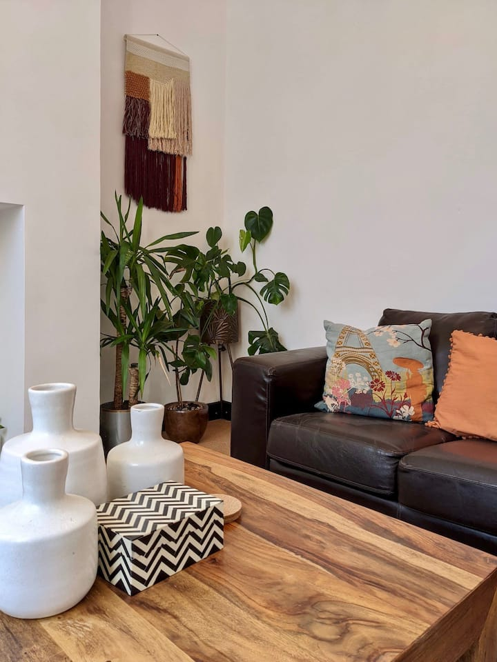 Large Quirky Townhouse in Central Warwick