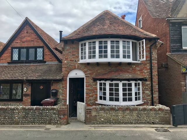 Journey's End Luxury Cottage 100m from Sea