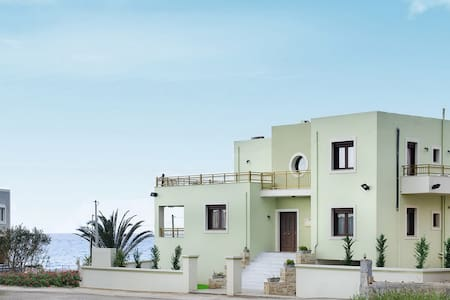 Luxury Villa Irene, Only 50 meters from the Beach - Sfakaki - Villa