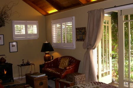 Piper Street Inn - The Cottage - Healdsburg - Bed & Breakfast