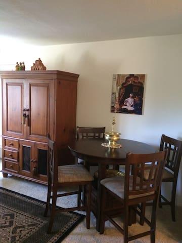 Mediterranean style private room in La Jolla area