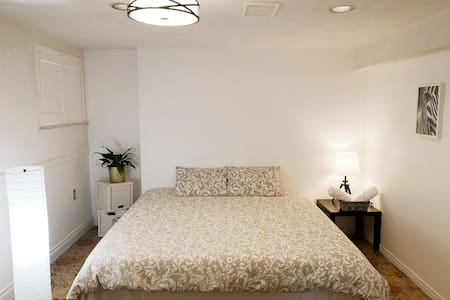 Private Big KingSize Bedroom Toronto North York #3