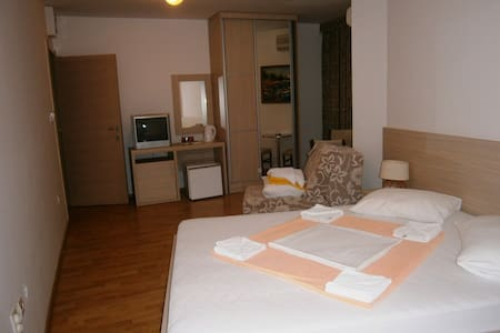 Economy Triple Room - Sveti Stefan