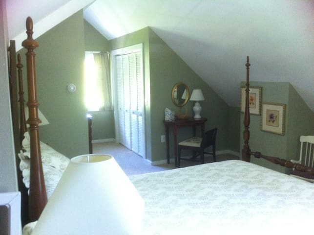 Master Suite w/sep entry & L. R. - Tunbridge