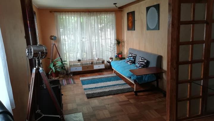 Casa sureña, acogedora, ecléctica y relajante.