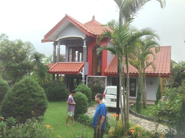 Mountain View Villa in Batu {sleeps 8 guests)