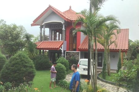 Mountain View Villa in Batu {sleeps 8 guests)
