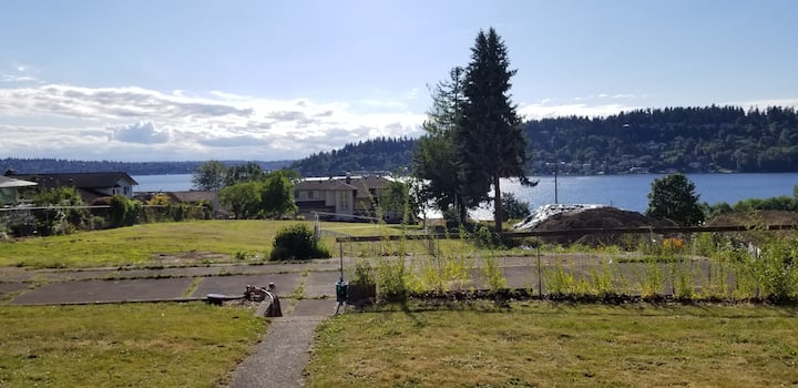 Kennydale view home close downtown,sea-tac airport