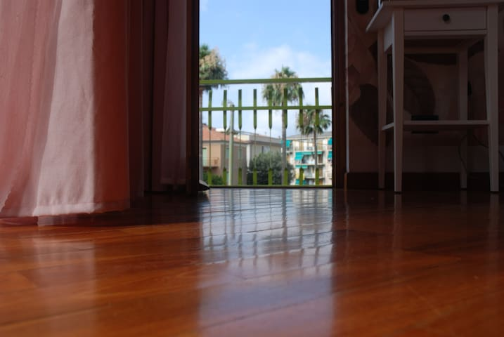 Varavi Camera Rosa