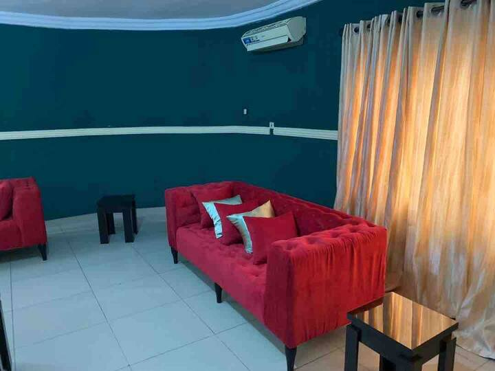 Ikeja Apartment (offer airport shuttle)