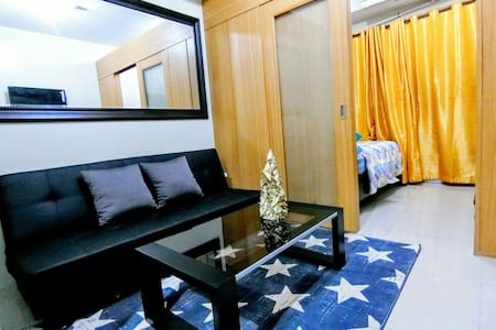 SHELL RES 8F: Tropical Condo in MOA, WiFi, Balcony - パサイ市