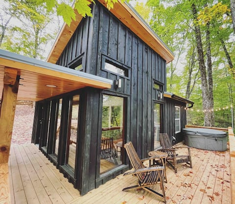 """""""Bison Hollow"""" Couples Cabin in the RRG"""