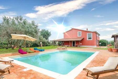 Holiday cottage with 4 bedrooms on 160m² in Montalto di Castro