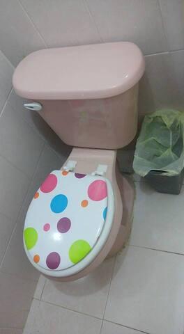 wc con su tapa