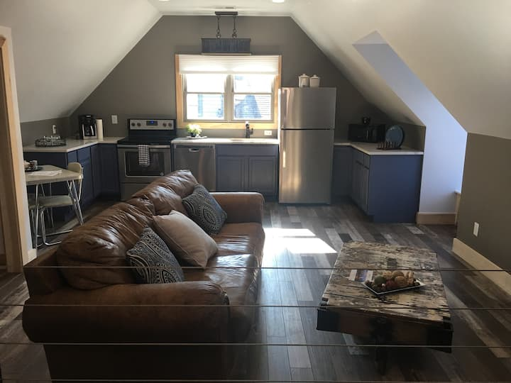 Beautiful Remodeled Loft w/ Attached Garage Space