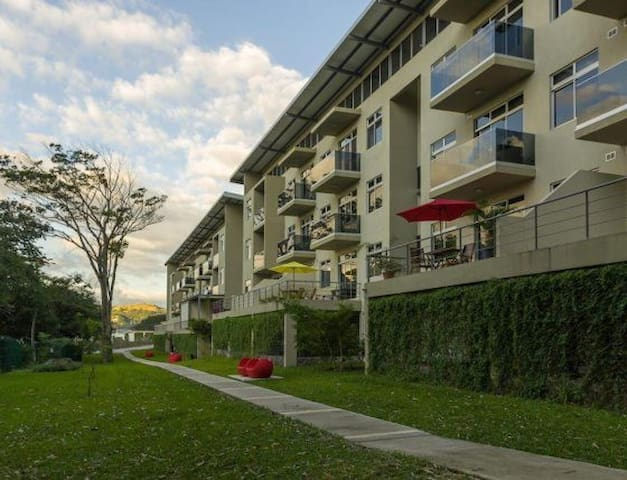 Condo next to the river in the heart of Santa Ana
