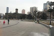 紧邻中山广场实景拍摄