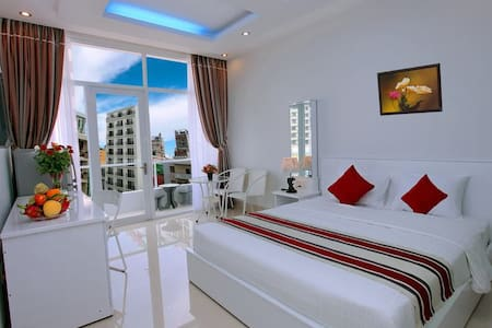 Deluxe Double Room with balcony by anphugianhatrang, close to the sea
