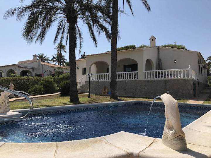 Stunning 4 Bed Detached Villa/ Private Pool -DC005