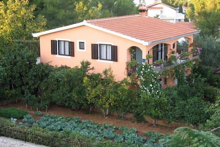 "Apartment Ivanka ""Lavander"" - Okrug Gornji"