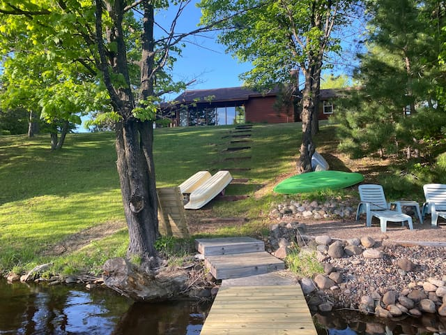 Lakefront Home; msg for pontoon tour availability