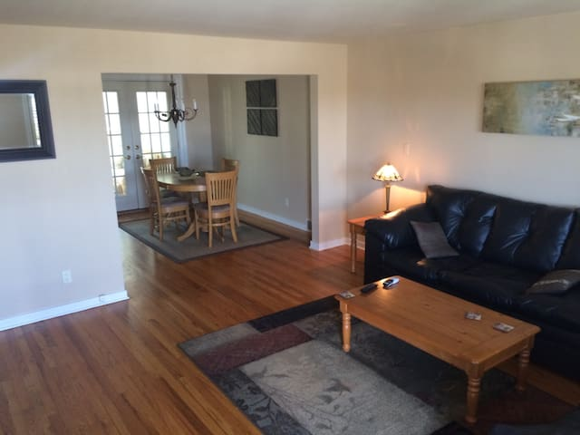 Conveniently located 2 bedroom home - Pittsburgh - Casa