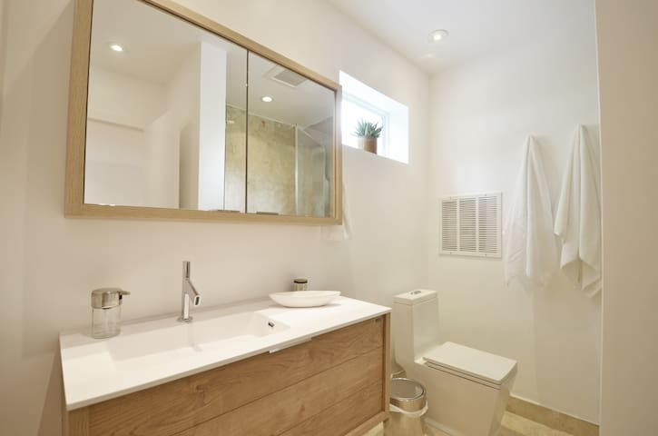 Remodeled Private Guest Suite - Coral Gables - Guesthouse