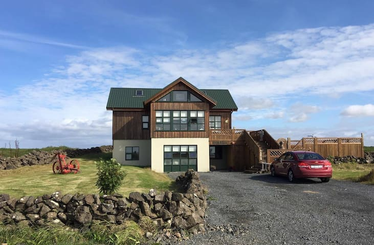 Stafnes Holiday Home - Reykjanesbær - Apartament