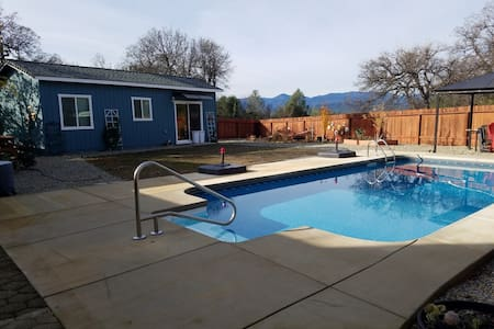 Peponi House for 2 to 3 people, close to Bethel - Redding