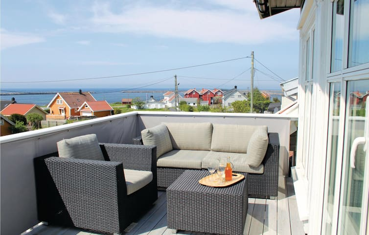 Holiday cottage with 5 bedrooms on 140m² in Borhaug