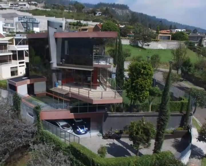 Luxurious House in Miravalle - Quito