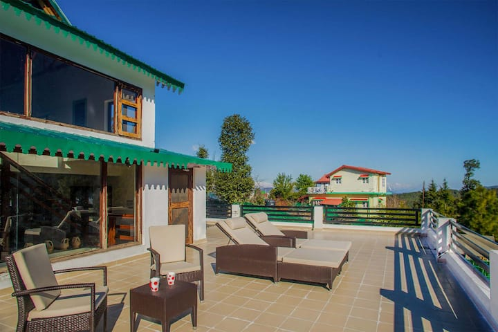 Majestic Villa w/BKFST+Patio+Surreal Views