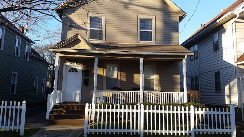 Spacious guest room, kitchen, bath in Tremont - Cleveland - Byt